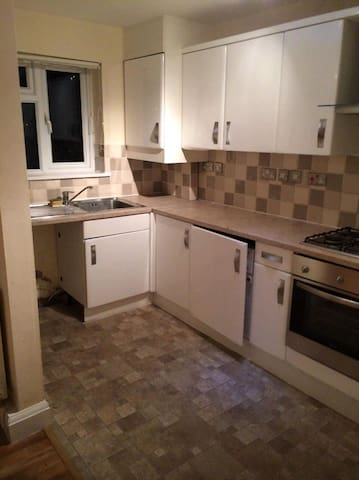2 bedroom flat in Borehamwood