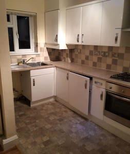 2 bedroom flat in Borehamwood