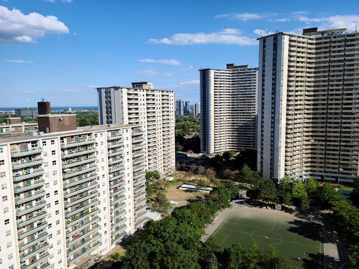 Super Close to Sherbourne Station and Bloor Yonge!