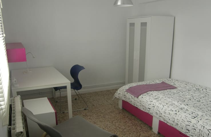 DOWNTOWN APARTMENT - ROOM03