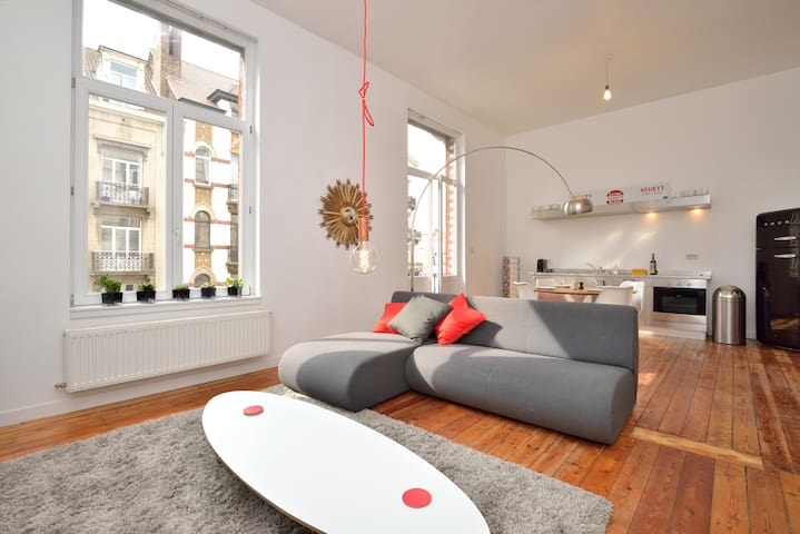 City center, sunny & spacious 2 bedroom apartment