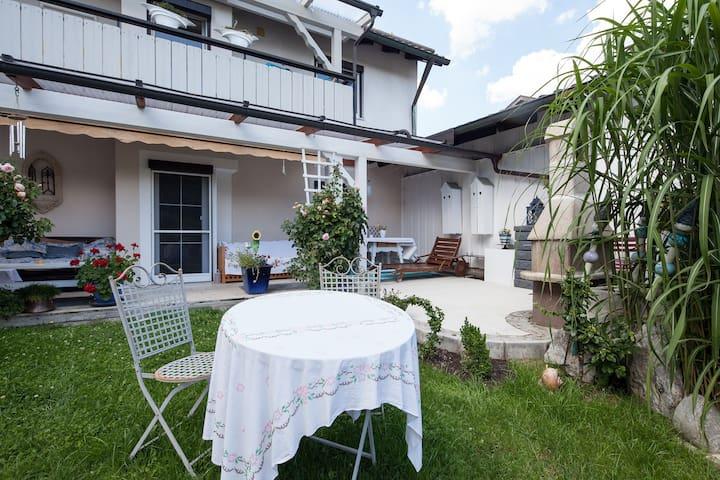 Luxurious Apartment with garden