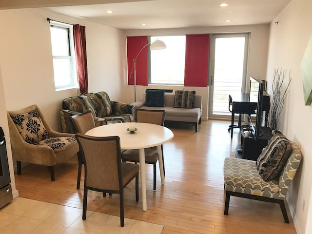 🌤 SUNNY PENTHOUSE 🚶WALK TO MAIN ST FLUSHING🚶‍♀️