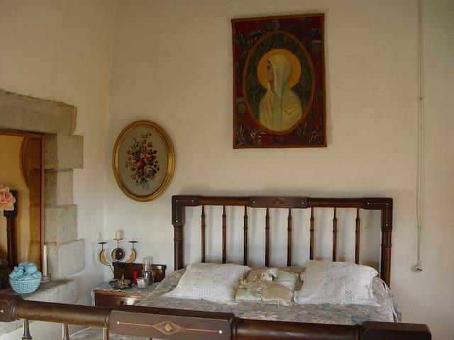 Dos habitaciones en casa rural. - Llambilles - Bed & Breakfast