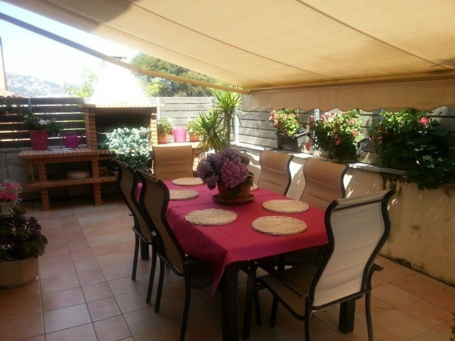 spacious outside dining area with bbq-zone, fits 8 people, access from the kitchen