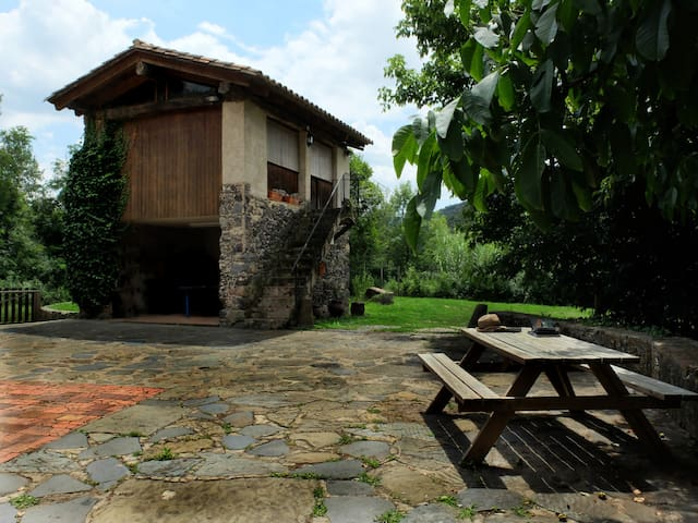 Stone Cottage in the Natural Park - Sant Joan les Fonts - Chatka