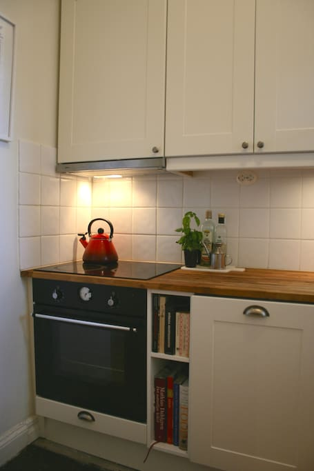 Fully equipped kitchen with oven, dishwasher, fridge, water boiler, coffee machine etc.