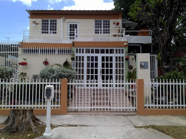 Private Bedroom (2nd story) - Ponce - Byt