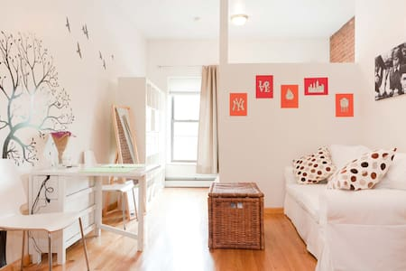 Furnished UES Studio in Trendy Area