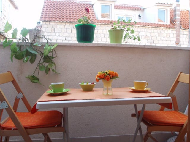 Balcony studio in the center just steps from sea - Trogir