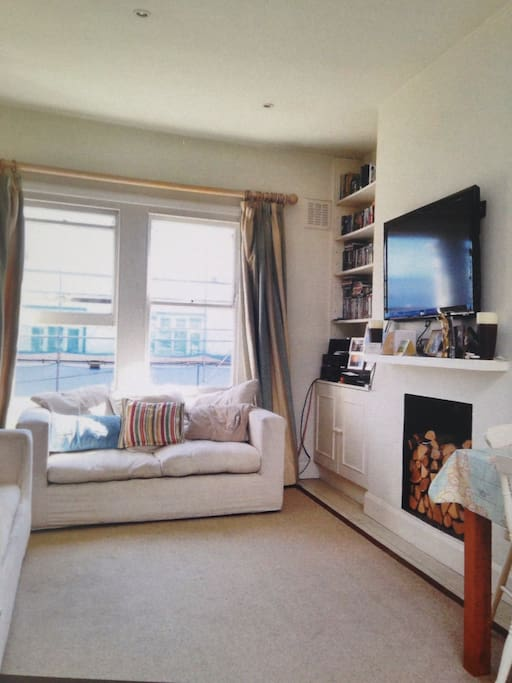 Large open plan living room/kitchen with SKY TV and wifi