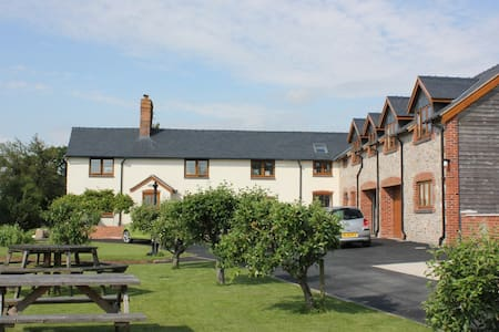 Long Mountain Bed and Breakfast - Welshpool