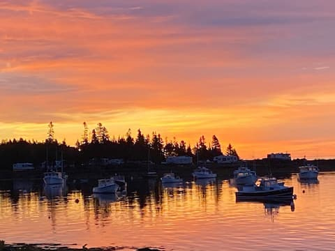 Sunset Rental in a Lobster Fishing Village...