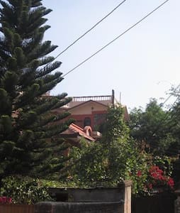 Traditional Red Brick House - Katmandú