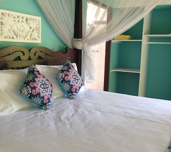 4 people - KIRANA HOMESTAY AMED - BREEZE BUNGALOW