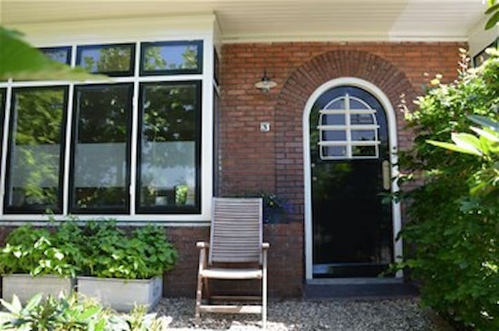 Only 21 minutes away from Amsterdam - Hilversum - House