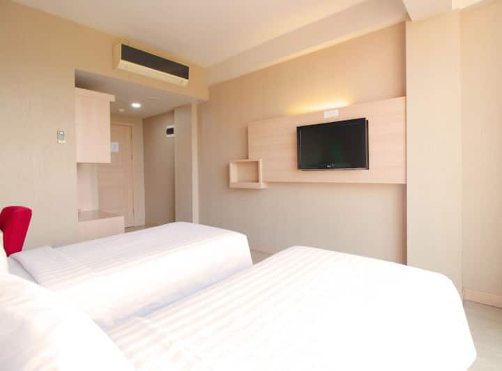 Minimalis Modern Twin Room at Pasteur Bandung