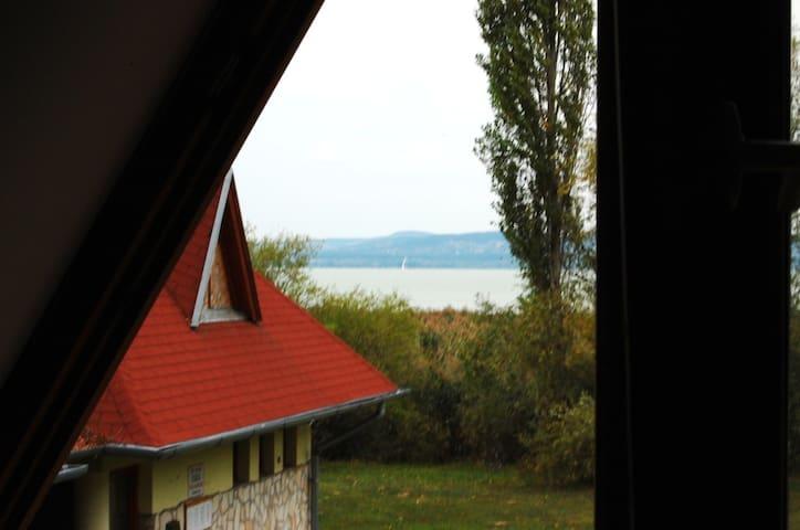 Közvetlen Balaton-parti csendes ház - Balatonszárszó - Rumah