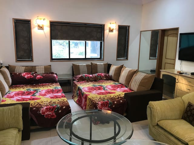 BOLLYWOOD STUDIO APARTMENT. Basra Studio.