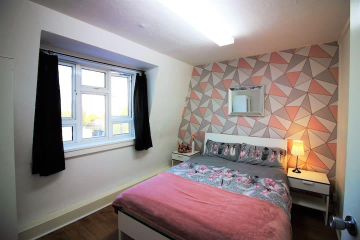 (NWT-B) Private room for 2 near Tower Bridge