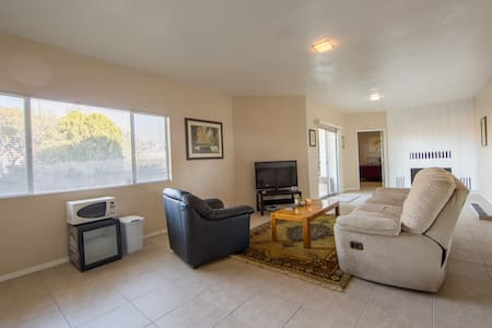 PRIVATE SPACIOUS GUEST HOUSE Over 850 sqft - Escondido
