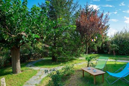 Maison près d'Avignon, avec jardin arboré et chat! - Saint-Saturnin-lès-Avignon - Hus