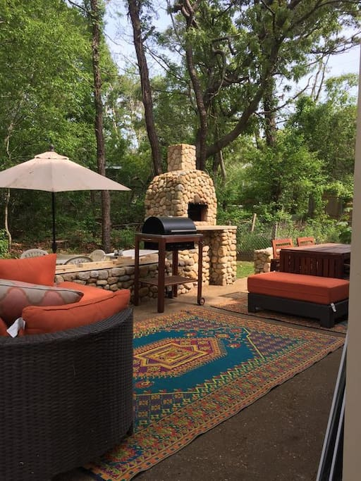 We use the stone oven to make outdoor pizza. There is a stone and wood charcoal for guests to use .