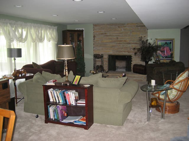 Lake Country Living, Quiet , Clean, Newly Renovate - Oconomowoc - Byt