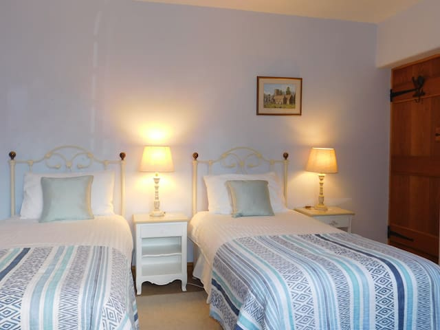 Holmdale- Exmoor National Park- TWIN or KING room.