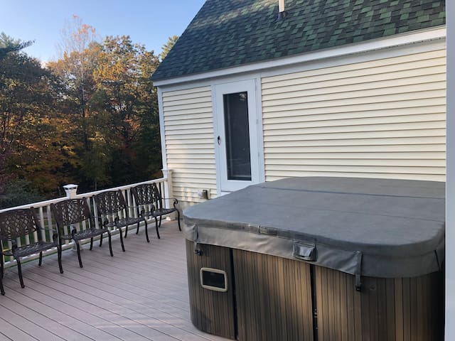 Giant Hot Tub/Private Pool+Pets Friendly near town