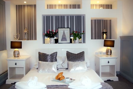 Humberstone House - Apartment 1 - Serviced Accom.