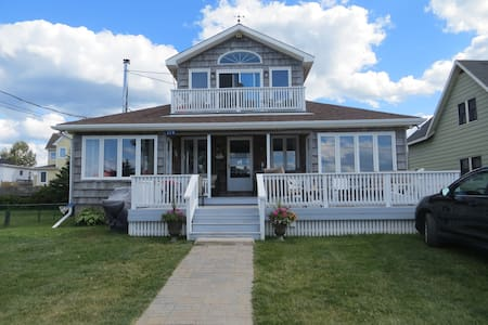 Waterfront beach house in Pointe du Chene, NB - House