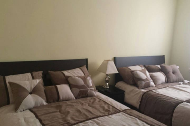 Beige Room in Rego Park - Queens - Casa