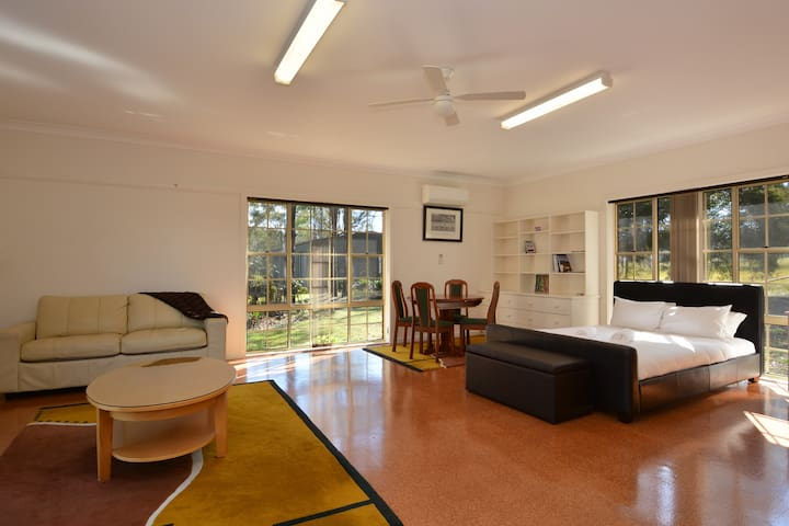 Abelia 1br Studio on Lovedale, Hunter Valley