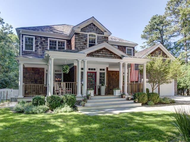 *SUMMER IN EAST HAMPTON* PERFECT FOR FAMILIES