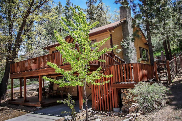 Easy Times~Secluded & Clean Retreat~Outdoor Spa~Great Yard/Deck~Washer/Dryer~ - Big Bear City - Casa