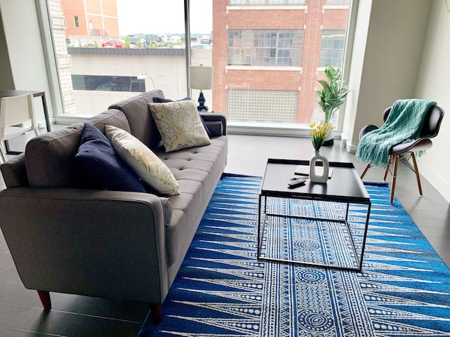 Open + Quaint Historic Loft Near City Market