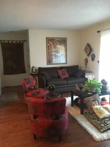 You'll feel right at home in my 1 bd condominium - Orangevale - Osakehuoneisto