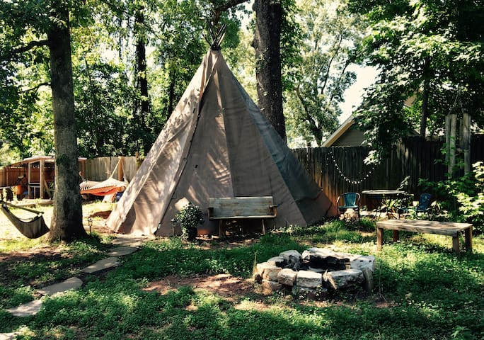 Tepee in the City, with Heat and AC!