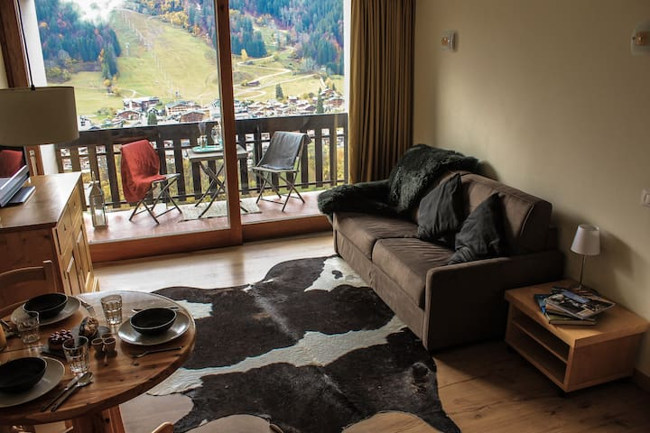 Views of the Pleney slopes, Morzine centre and Pleney telecabine from the breakfast table & lounge