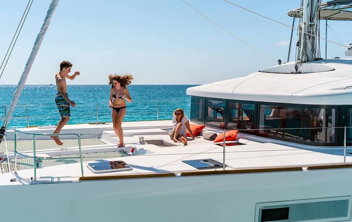 Live in a superb catamaran in Croatia at Zadar