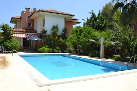 Villa near sea with private pool - Çamyuva Belediyesi