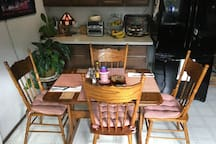 Kitchen table/chairs/setups/eating area