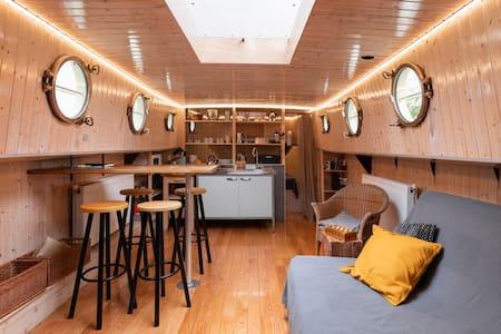 Houseboat Vinkeveen  The Tulip