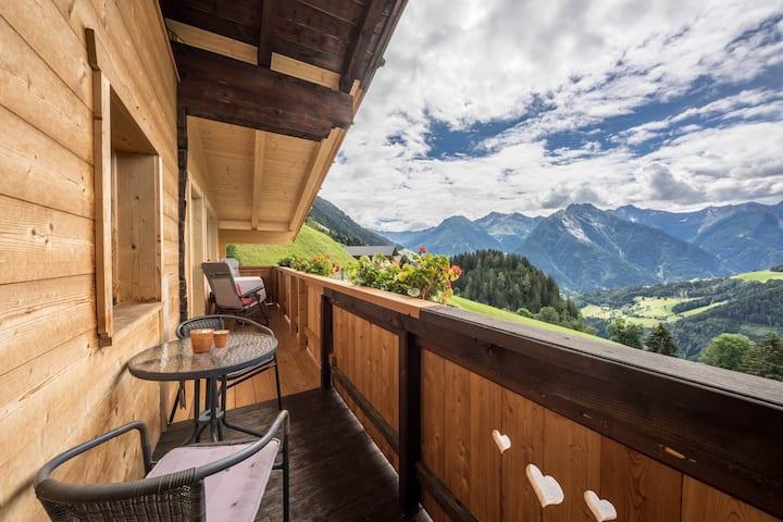 Idyllic holiday apartment Wasserfall Jogglanderhof with balcony, beautiful terrace, WLAN and parking