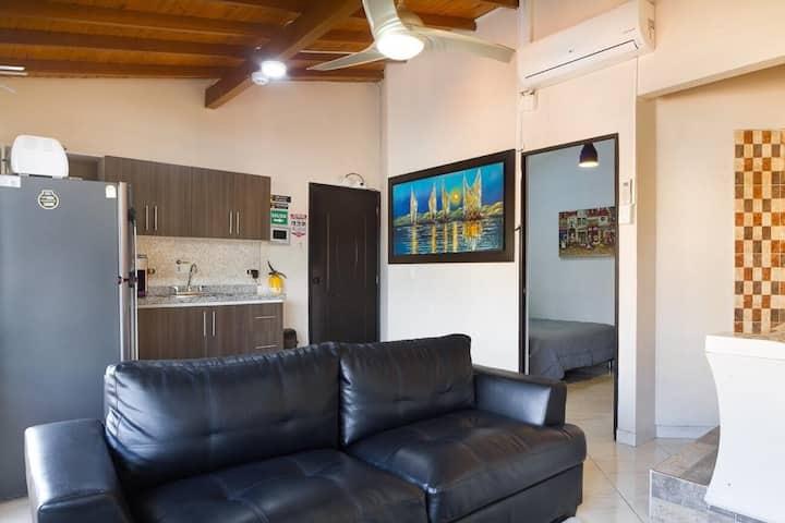 Nice studio 2 blocks from parque Lleras BRWST 301