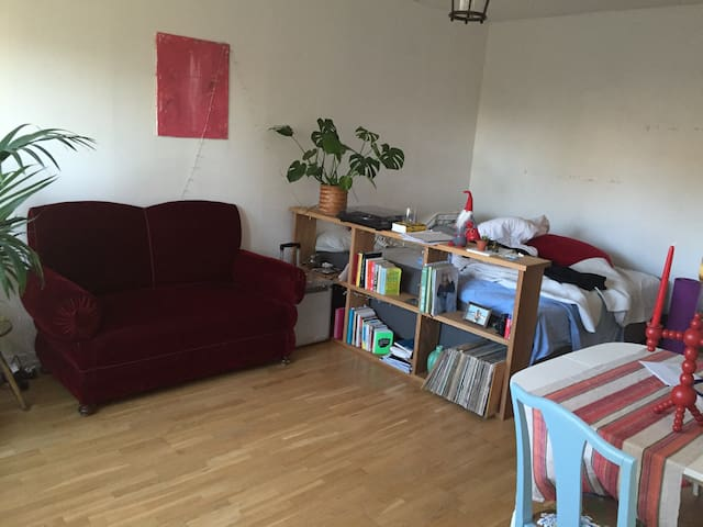Cozy studio apt. close to the city - Nacka - Apartamento