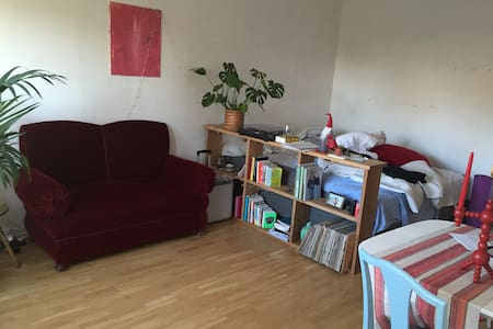Cozy studio apt. close to the city - Nacka - Apartment