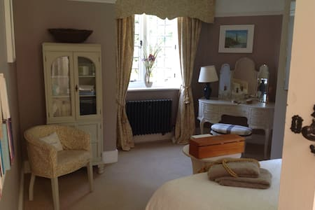 Rooms in a charming Victorian house - Heathfield