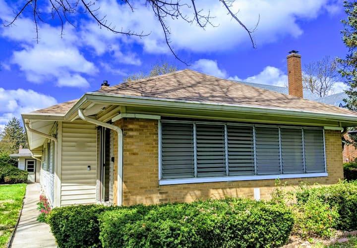 Long term Stays: Irvington Bungalow near Downtown